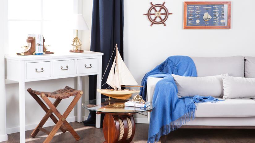 Modrá deka do interiéru v námornickom štýle