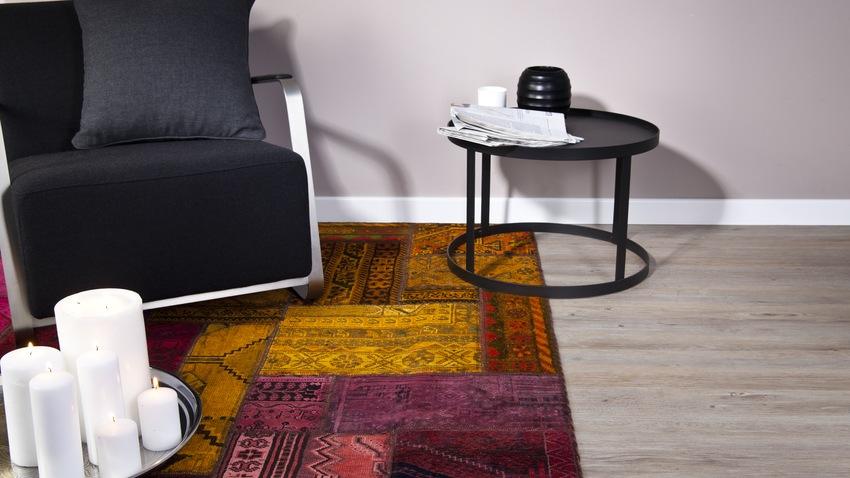 Farebný orinetálny koberec