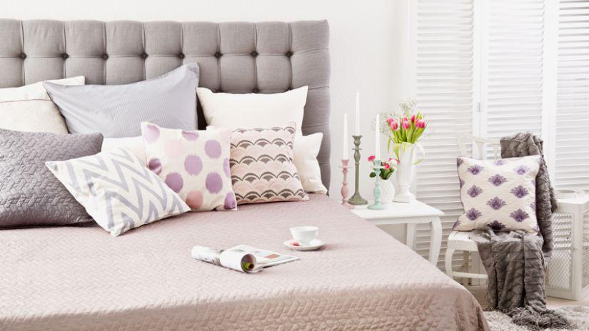 Luxusná posteľ v sivej farbe