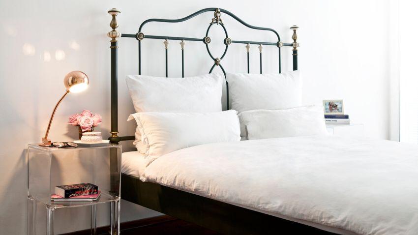 Luxusná čierna posteľ z kovu
