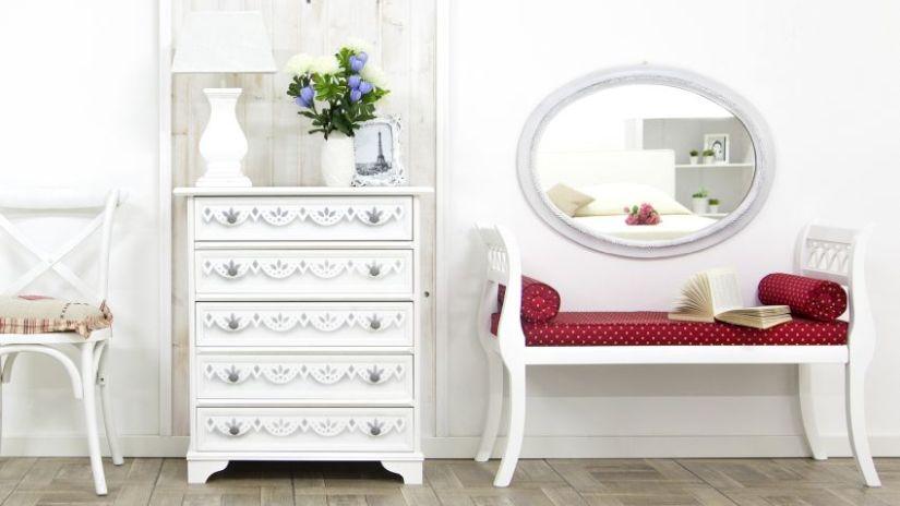 Štýlová biela lavica do chodby