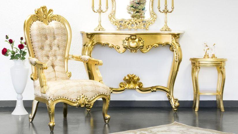 Zlato-žlté kreslo v glamour štýle