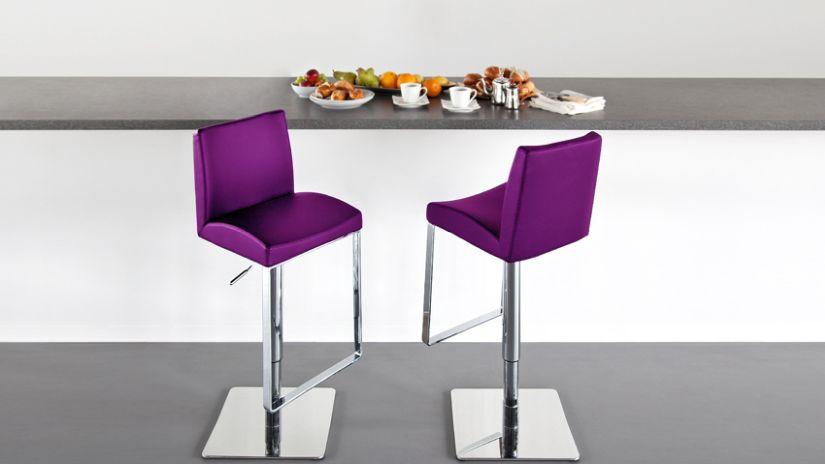 Trendové fialové barové stoličky