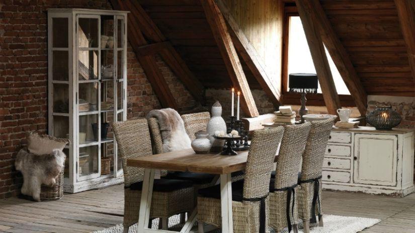 Ratanové stoličky do jedálne vo vidieckom štýle