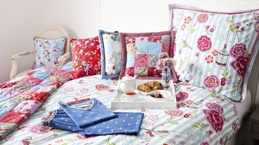 Farebná kvetinová posteľ pre deti