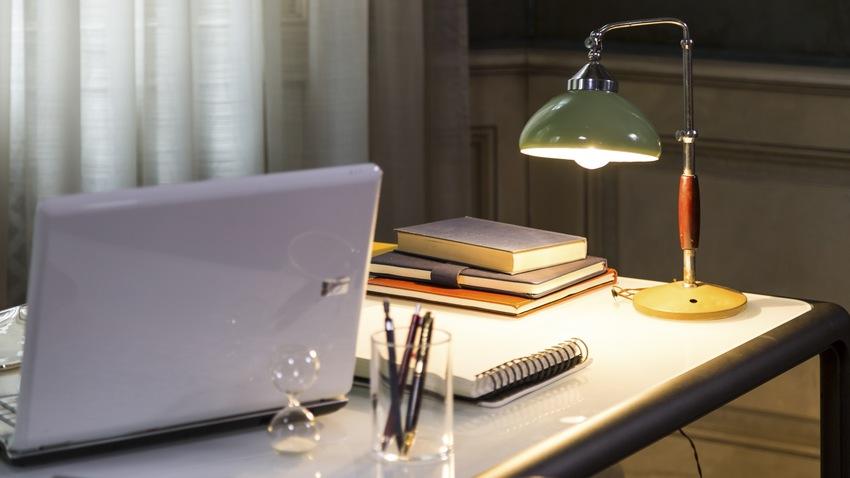 Moderný PC stolík