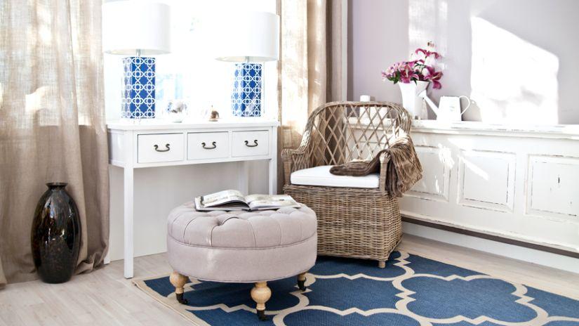 Ratanové pohodlné kreslo do interiéru