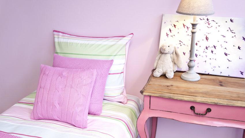Ružová posteľ do detskej izby