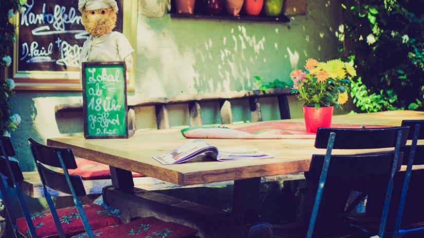 Kovovo-drevené stoličky do záhrady