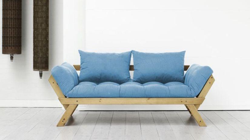 Rustikálna modrá sedačka z dreva