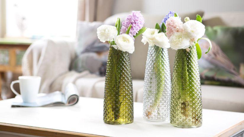Sklenené farebné vázy