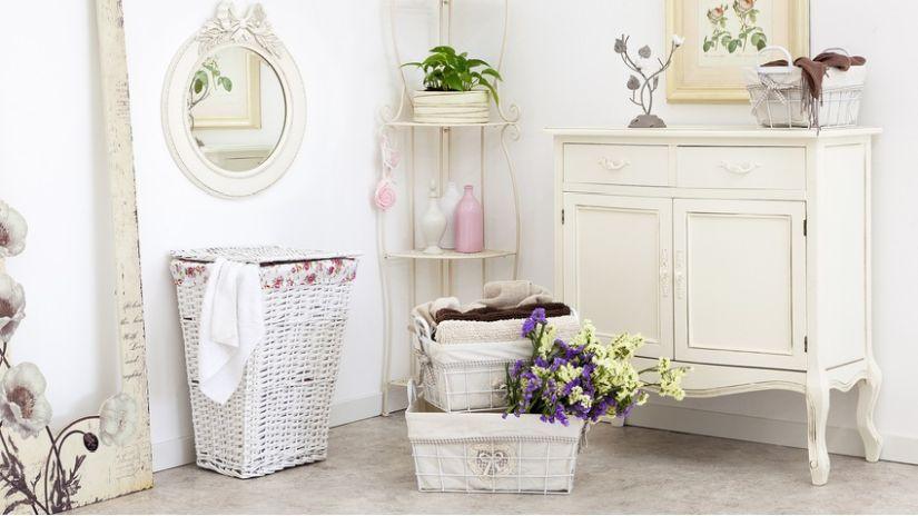 Biely pletený kôš na prádlo
