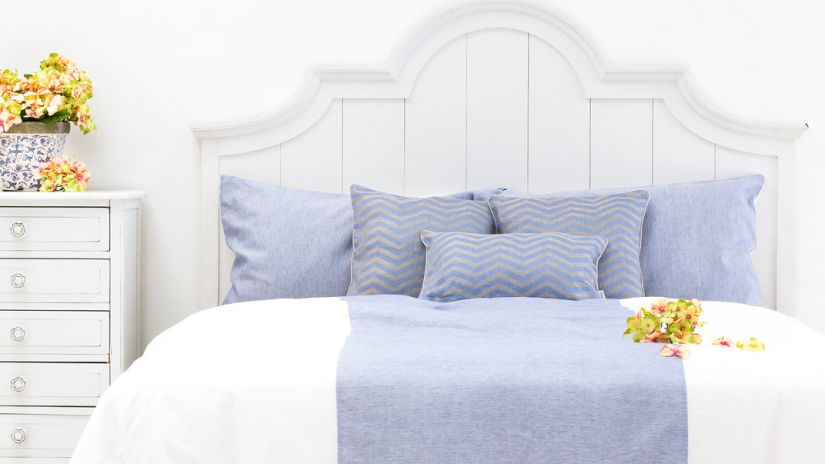 Romantická biela posteľ z dreva