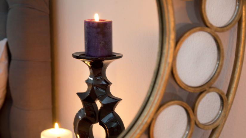 Elegantná tmavá sviečka