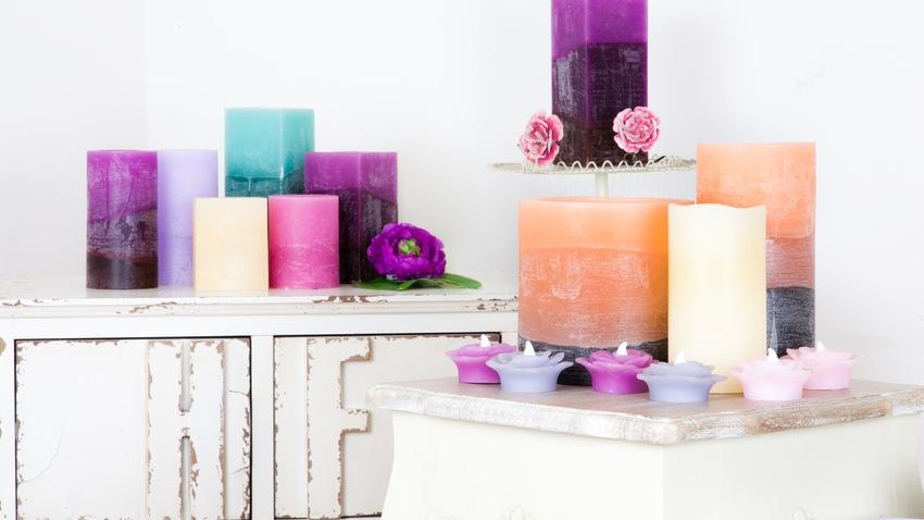Farebné moderné sviečky
