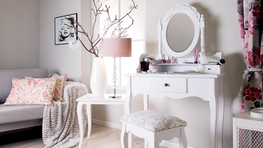 Romantické biele zrkadlo do spálne
