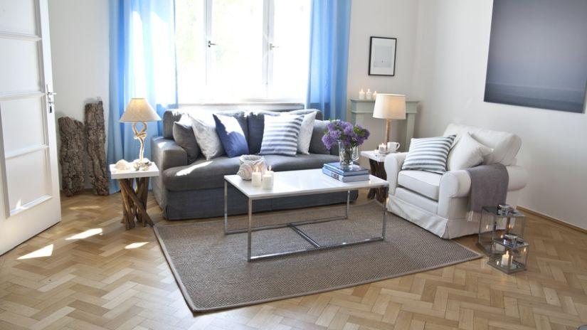 Biely konferenčný stolík do obývačky