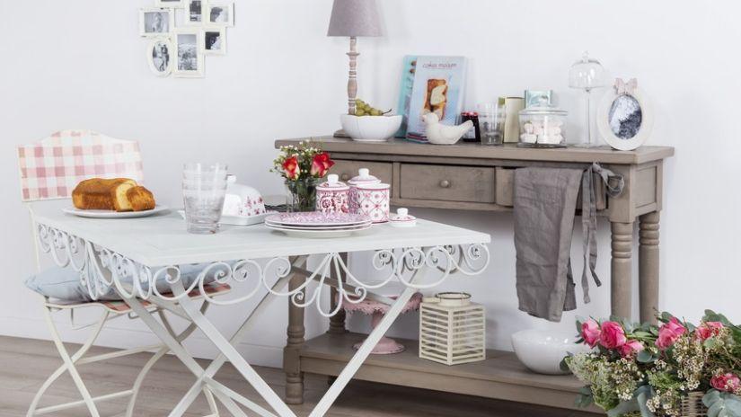 Biely štýlový stôl