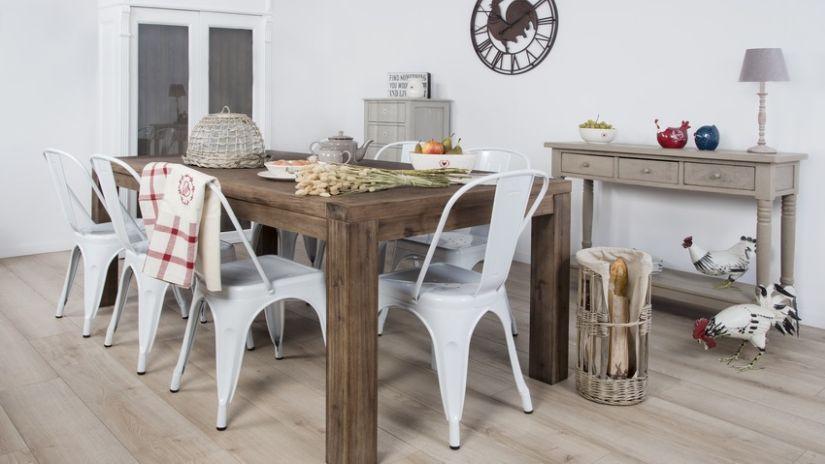 Masívny drevený jedálensky stôl