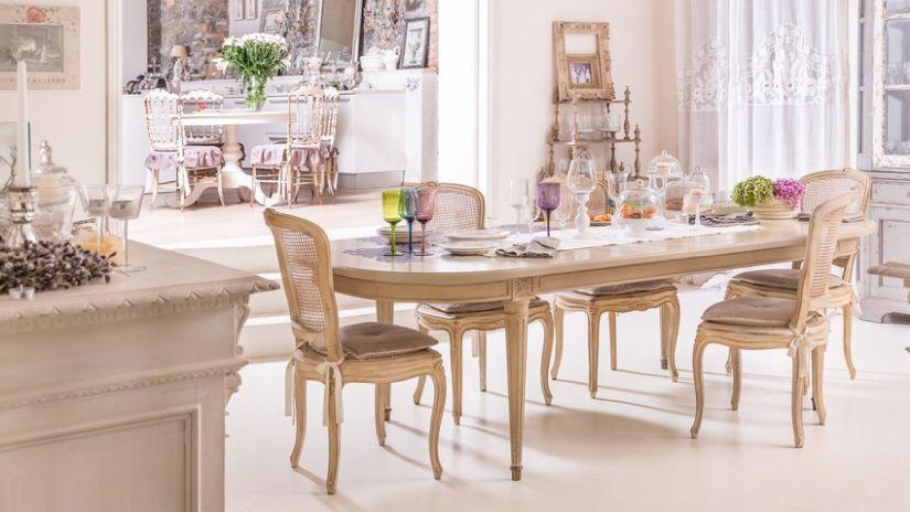 Klasický jedálensky stôl z dreva