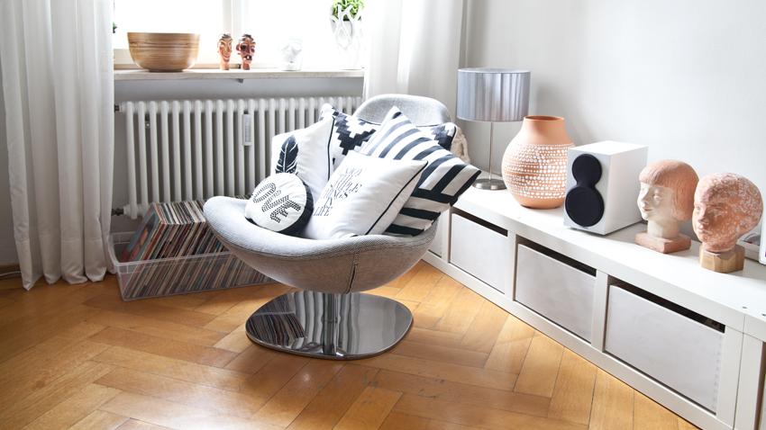 Biela otáčacia stolička