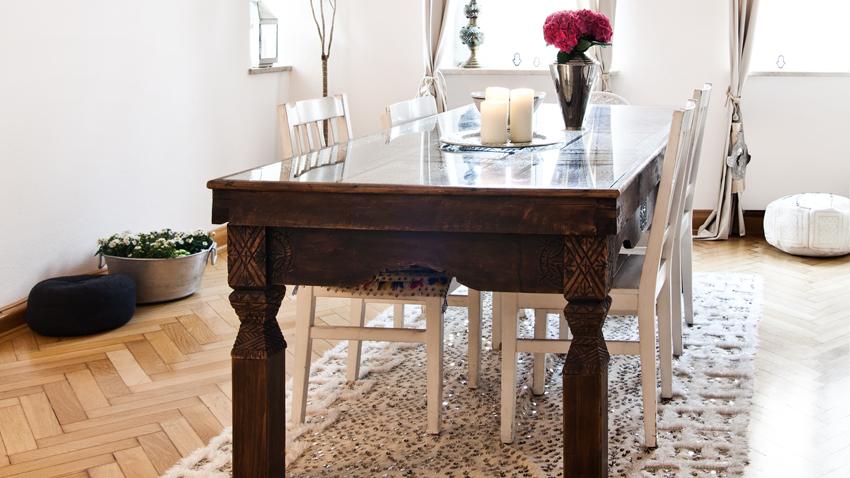 Retro masívny jedálensky stôl