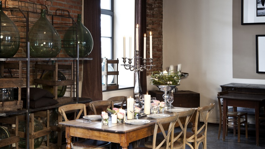 Vintage jedálensky stôl