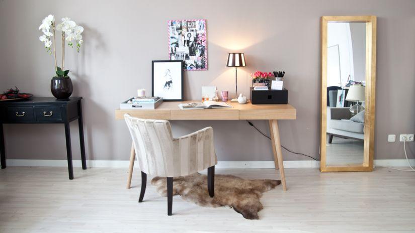 Dizajnový pracovný stôl z dreva