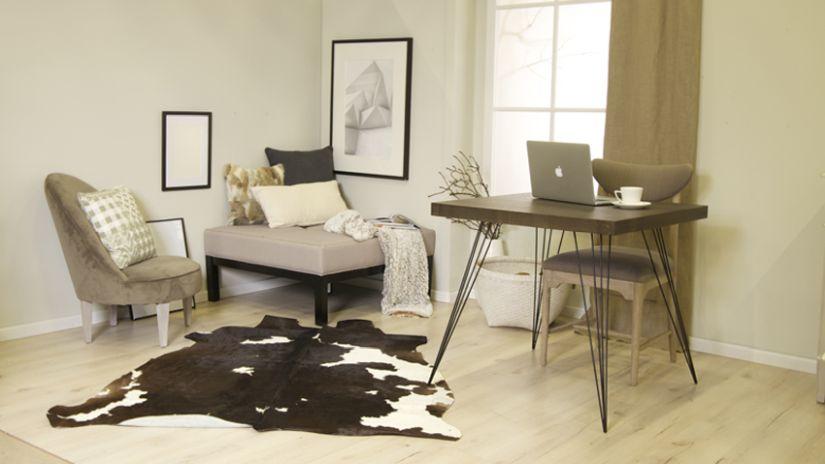 Moderný písací stôl a stolička