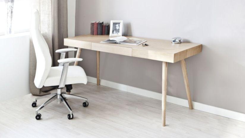 Biely písací stôl a otáčacia stolička