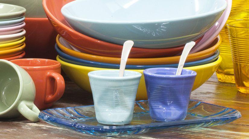 Moderné farebné šálky