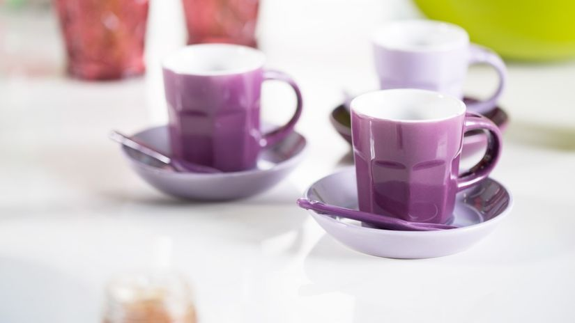 Moderné fialové šálky