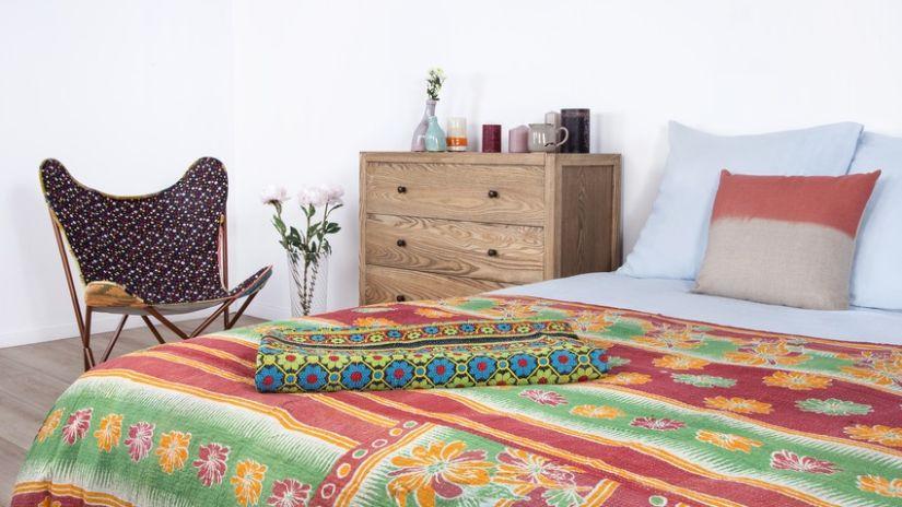 Drevená klasická komoda do spálne