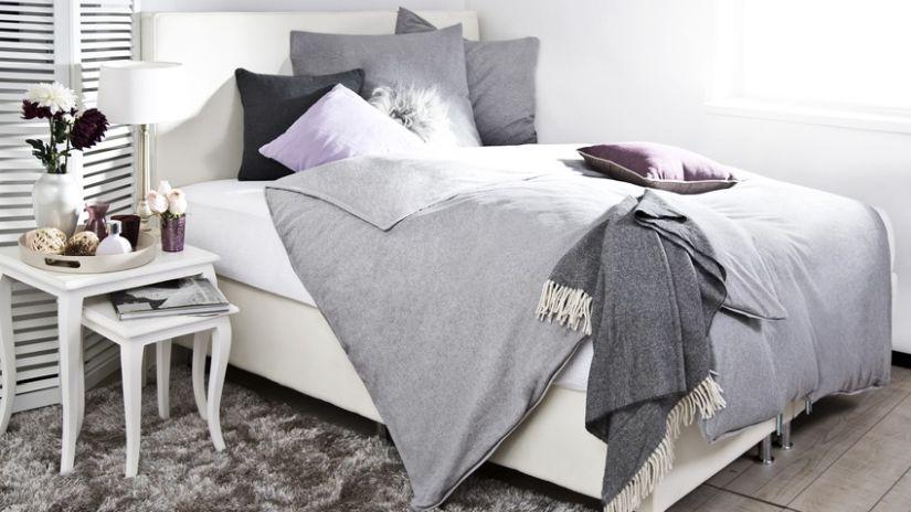 Štýlová biela posteľ