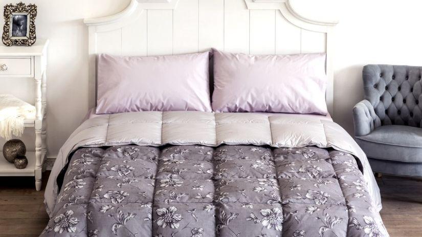 Romantická vintage biela posteľ