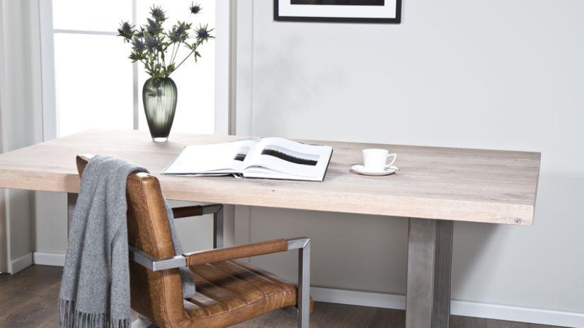 Hnedá kožená kancelárksa stolička