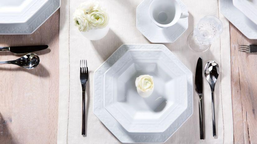 Biele dizajnérske taniere