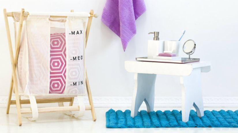 Modrý trendy koberec do kúpeľne
