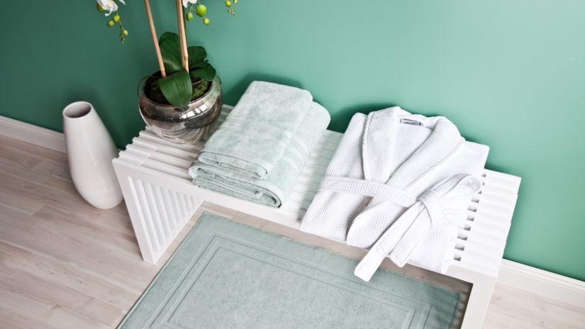 Sivý klasický koberec do kúpeľne