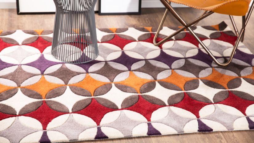 Červený dizajnový koberec