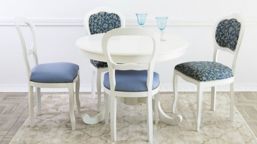 Modré čalúnené stoličky do kuchyne