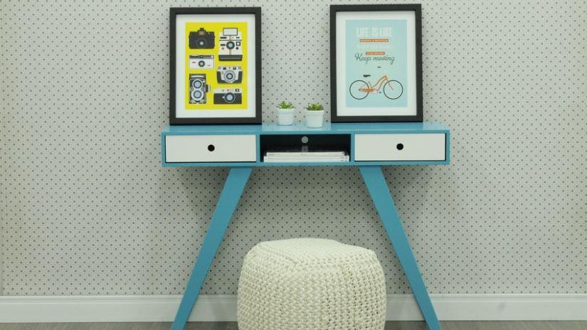 Modrý moderný konzolový stolík