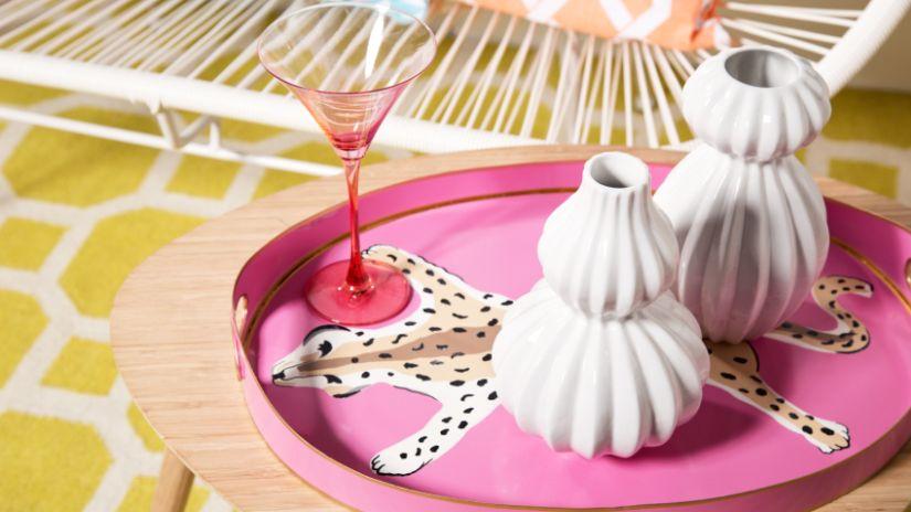 Kvalitný pohár na martini v ružovej farbe