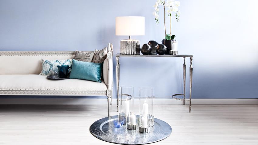 DIzajnový odkladací stolík z kovu
