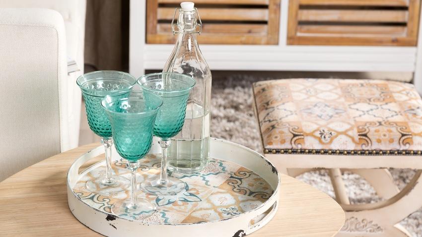 Krištáľové poháre v tyrkysovej farbe