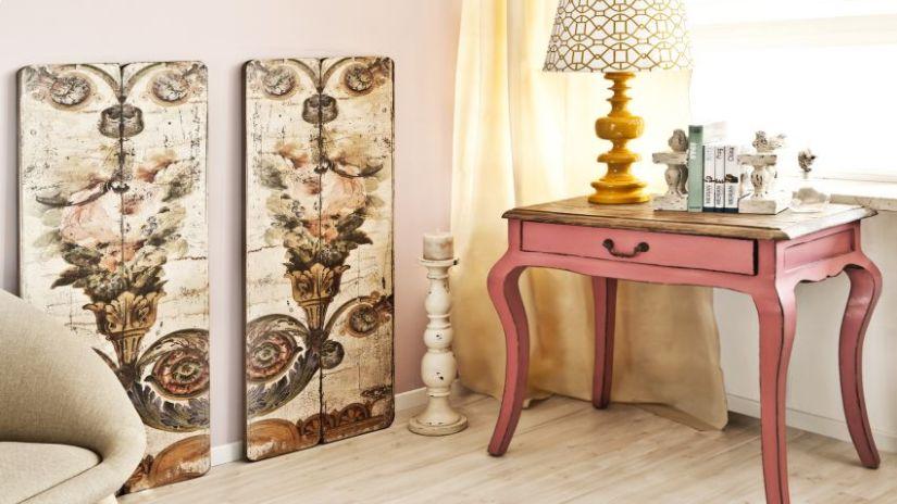 Malý ružový vintage nábytok