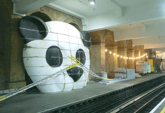 6_panda_view_1c_0.jpg - The art now arriving at platform one.... - 250