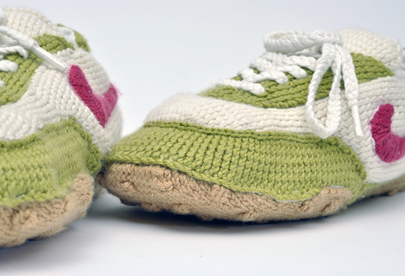 569_5.jpg - Knitted Nikes - 2510