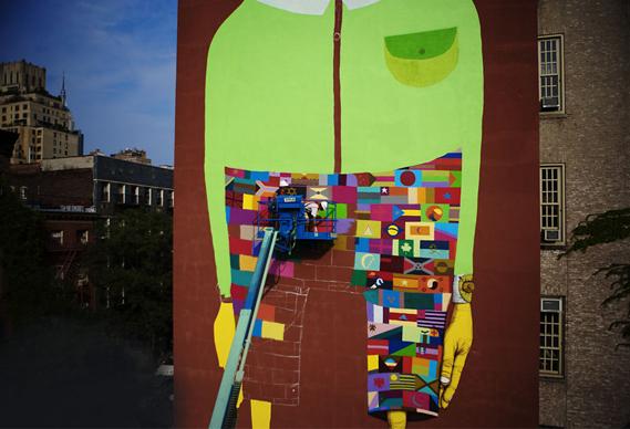 569osgemeos_12ozprophet_pants_0.jpg - Os Gemeos and Futura paint NY school - 2630