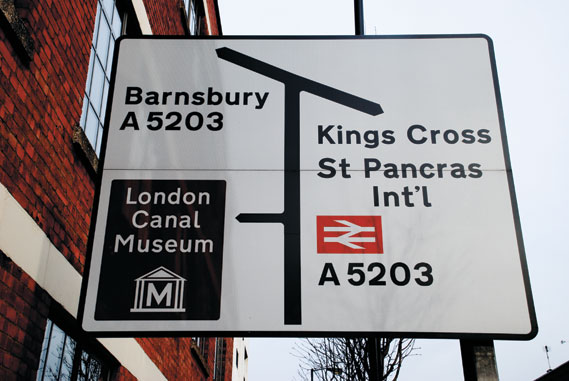 The BR symbol on a current road sign